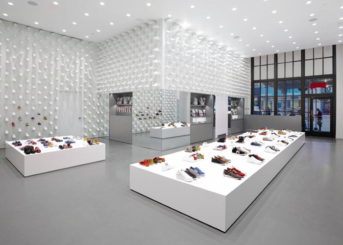 This Camper Shoe Store Illustrates How A Little Variety In An Otherwise Unified Space Can Help To Make Merchandise The Focus